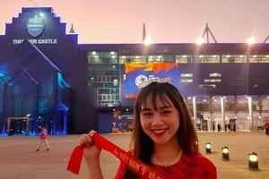 Chùm ảnh CĐV nữ xinh đẹp tới cổ vũ U23 Việt Nam tại SVĐ Buriram