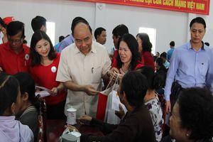 Thủ tướng tặng quà tết tại Vĩnh Long