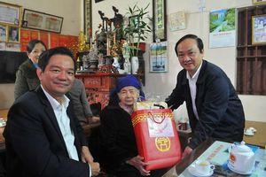 Lãnh đạo TP Hà Nội thăm hỏi, tặng quà các gia đình chính sách tại huyện Ba Vì