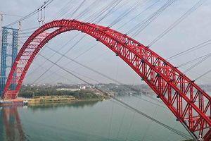 Cận cảnh cây cầu vòm 'khủng' vượt sông ở Trung Quốc