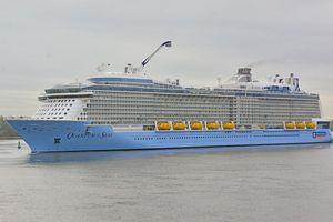Du thuyền 5 sao hiện đại nhất thế giới cập cảng Bà Rịa-Vũng Tàu