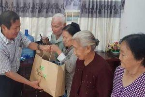 Gần 300 phần quà tết cho người nghèo ở Cần Thơ