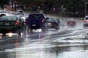 5 mẹo lái xe giúp phòng tránh tai nạn trong thời tiết xấu