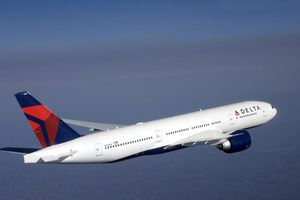 Máy bay Mỹ xả nhiên liệu xuống trường tiểu học
