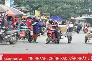 Vấn nạn chợ lấn đường ở Hà Tĩnh, có phải địa phương 'bó tay'?