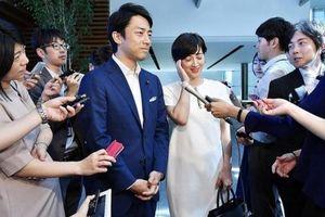 Bộ trưởng Nhật xin nghỉ phép chăm con để làm gương cho các ông bố