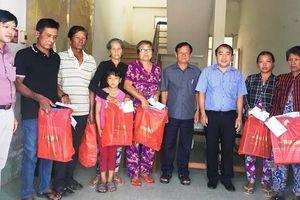 Báo Nhân Dân trao quà Tết tặng hộ Khmer nghèo tại Bạc Liêu
