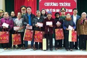 Hội phụ nữ Báo Quân đội nhân dân trao 140 suất quà Tết tặng hộ nghèo, trẻ khuyết tật tại Hưng Yên