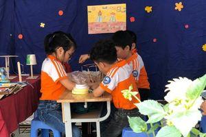 Học sinh trường Tiểu học Xuân Đỉnh say sưa trải nghiệm Ngày hội STEM