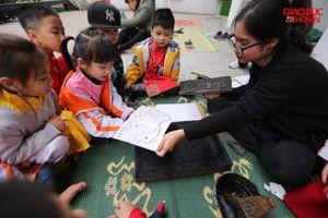 Trẻ nhỏ thích thú với Tết Việt cùng nghệ nhân