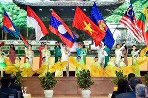 Xây dựng Cộng đồng ASEAN ngày càng gắn kết và chủ động thích ứng