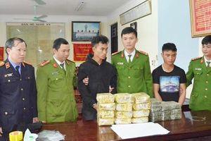 Bắt giữ hai người Lào vận chuyển 20 bánh heroin, 12kg ma túy đá vào Việt Nam