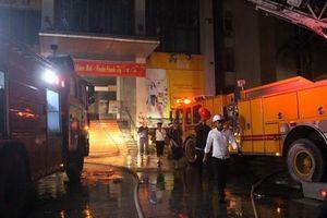 Nhiều người thương vong trong vụ cháy tòa nhà cao tầng ở Thanh Hóa