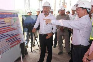 Bộ trưởng GTVT chúc Tết công nhân cao tốc Trung Lương - Mỹ Thuận