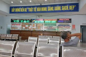Ga Đà Nẵng 'cháy' vé tàu Tết, bến xe vắng khách