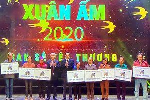 Chương trình 'Xuân ấm 2020' mang Tết đến người nghèo