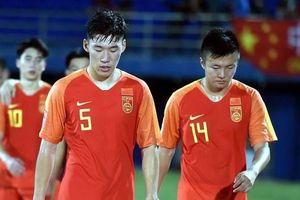 Tội đồ U23 Trung Quốc nhận giải cầu thủ hay nhất năm tại quê nhà