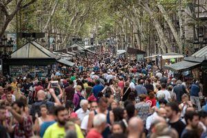 Lý do dân Barcelona coi khách du lịch như khủng bố