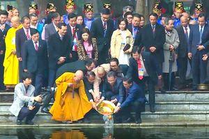 {Trực tuyến} Đoàn kiều bào tiêu biểu dâng hương và thả cá tại Đền Đô, Bắc Ninh