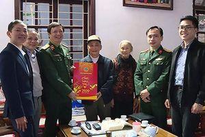 Thiếu tướng Dương Văn Thăng chúc Tết gia đình các đồng chí nguyên lãnh đạo TANDTC