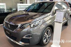 Peugeot 5008 và Hyundai SantaFe: Rẻ hơn 200 triệu, xe Hàn 'lấn lướt' xe Pháp