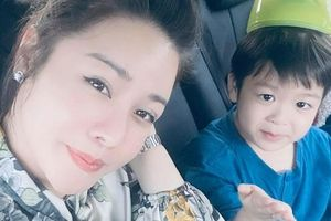 Sau 2 năm ly hôn chồng, Nhật Kim Anh được tự đưa con đi chơi