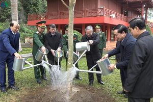 Thường trực Ban Bí thư Trần Quốc Vượng chúc Tết tại tỉnh Cao Bằng