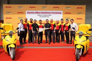 Đơn vị đầu tiên sử dụng xe máy điện VinFast để giao hàng