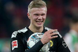 Haaland lập hat-trick ngay trận ra mắt Dortmund