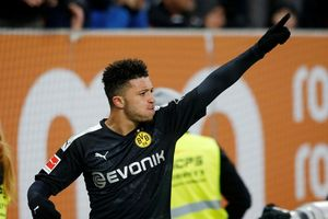 Erling Haaland đi vào lịch sử sau cú hat-trick ở trận ra mắt Dortmund