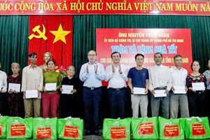 Lãnh đạo TPHCM thăm, tặng quà tết tại Quảng Nam