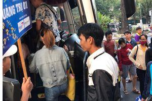 Chuyến xe sum vầy lăn bánh đưa thanh niên công nhân về quê đón tết