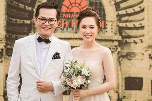 Soi hôn nhân của Trung Hiếu 'Đại gia chân đất' bên vợ kém 19 tuổi