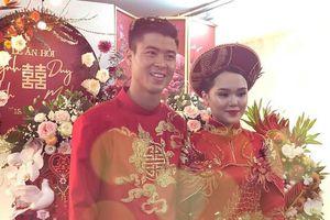 Thi đấu ở Malaysia, Duy Mạnh sắp cưới vẫn bị Đức Huy dìm hàng không thương tiếc
