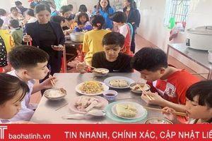 Tết ấm áp tình người ở Làng Trẻ em mồ côi Hà Tĩnh