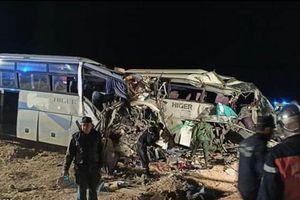 Hai xe buýt đối đầu trực diện làm12 người chết, 46 người bị thương