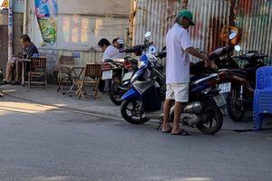 Lãnh đạo phường Tân Hưng có 'làm ngơ' cho lấn chiếm lòng, lề đường.