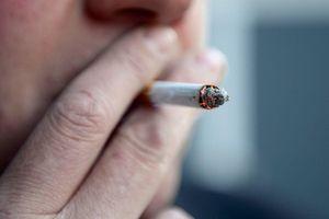 Khách bị phạt nặng vì lén hút thuốc trong nhà vệ sinh máy bay