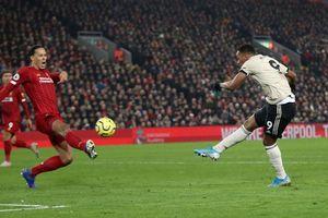 Van Dijk, Salah lập công, Liverpool thắng thuyết phục MU tại Anfield