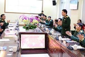 Đoàn công tác Báo Quân đội nhân dân thăm và chúc Tết tại Lữ đoàn 205