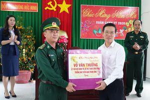 Đồng chí Võ Văn Thưởng thăm, chúc tết Đồn Biên phòng Đức Minh