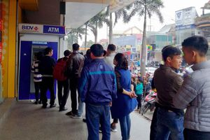 Nghệ An: Nơi xếp hàng, nơi chen chân rút tiền ở ATM ngày cận Tết
