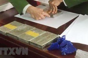 Nghệ An: Thu giữ 5 bánh heroin và 1.000 viên ma túy tổng hợp