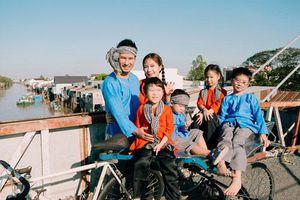 'Lật mặt - 48h': Vợ chồng Lý Hải - Minh Hà cùng 4 con xinh xắn chụp ảnh Tết