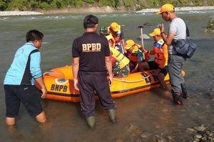 Sập cầu ở Indonesia: 9 người chết, 17 người bị thương