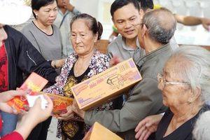 Trao quà cho người khiếm thị tại hai huyện Chơn Thành và Bù Đăng tỉnh Bình Phước