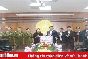 Phó Chủ tịch UBND tỉnh, Trưởng ban Chỉ đạo 389 tỉnh Thanh Hóa Lê Thị Thìn thăm, chúc Tết Báo Thanh Hóa