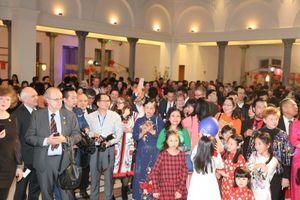Gần 900 người Việt tại Đức dự Tết cộng đồng, khởi động kỷ niệm 45 năm quan hệ ngoại giao