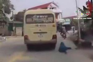 Xe khách biển Nam Định vượt ẩu, tài xế xe máy suýt chết