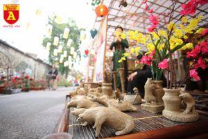 Lạ lẫm phỗng đất ở phố bích họa Phùng Hưng